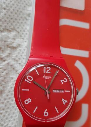 Швейцарские часы swatch алого цвета3 фото