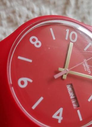 Швейцарские часы swatch алого цвета4 фото