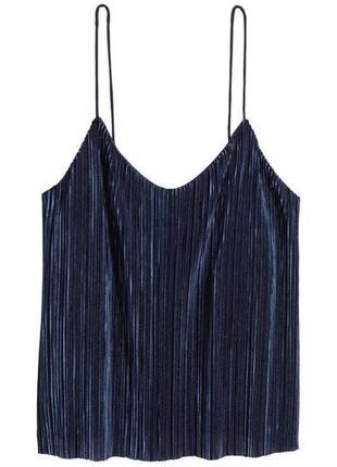 Синяя майка из плиссированного трикотажа на бретелях в бельёвом стиле / футболка7 фото