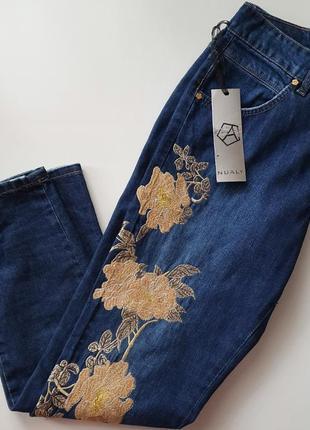 Италия джинсы mom фирменные актуальные  nualy с розами, с золотой нитью