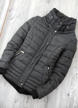 Красивая куртка от pimkie с высоким горлом и съемным капюшоном хс-с