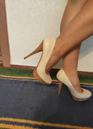 Кожаные белые туфли guess