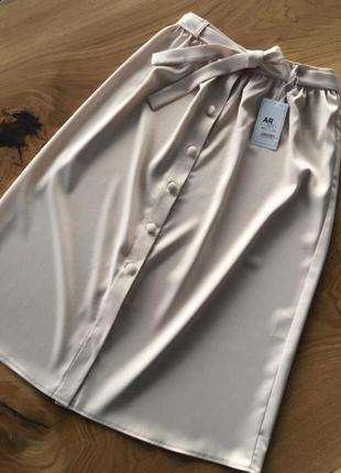 Шикарная атласная атлас юбка миди нюдовая бежевая