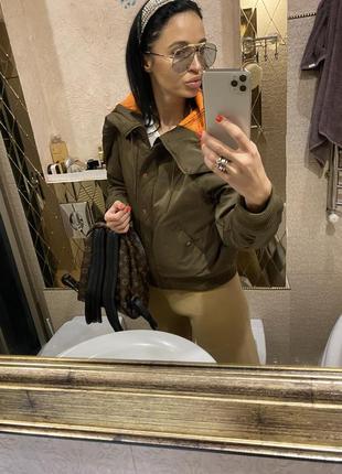 Тёплый бомбер куртка хаки брендовая от weekday