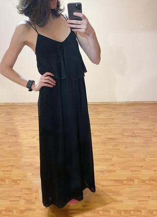 Платье на тонких бретелях в бельевом стиле