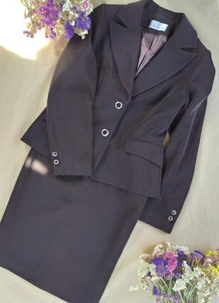 Классический костюм юбка и пиджак