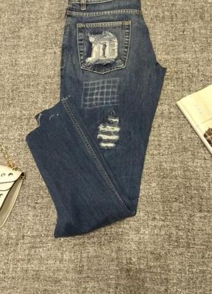 Классные плотные джинсы мом бойфренды с потертостями от d&g /размер 32-l