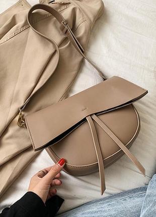 Вместительная бежевая сумка