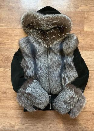 Куртка замшевая с капюшоном.