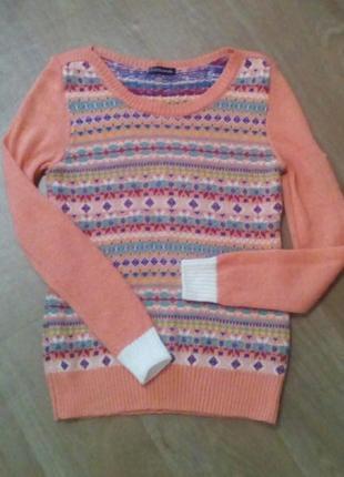 Тонкий теплый свитер с геометрическим орнаментом