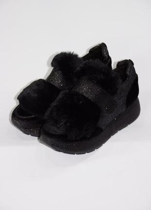 Женские велюровые кроссовки