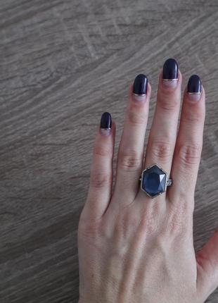 Перстень із синім камнем