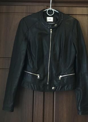 Кожаная куртка / косуха чёрная pimkie