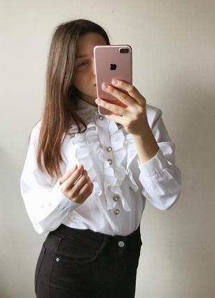 Винтажная белая блуза с красивыми пуговками