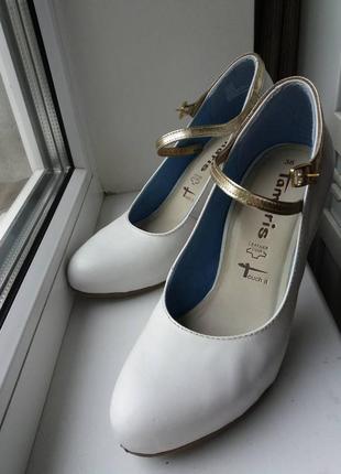 Белые кожаные немецкие нарядные выпускные свадебные туфли tamaris