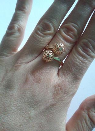 Кольцо,позолота 18 размер.
