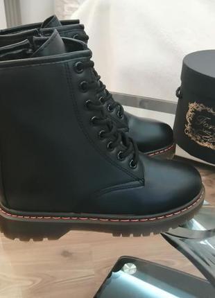 """Ботинки ( """"мартинсы"""") чёрные. демисезон"""