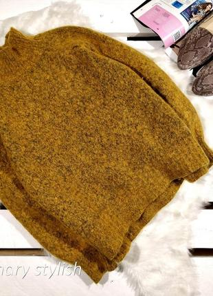 Теплый свитер горчичного цвета