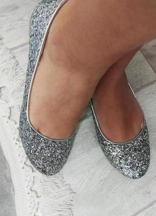 Очень /красивые /туфельки/ для золушки р.37
