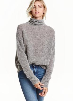 Стильный мохеровый объемный свитер оверсайз с горловиной