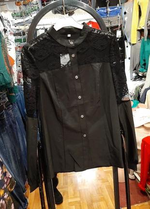 Красивая блузка с кружевами