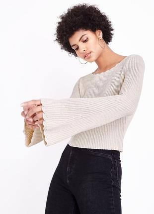 Молочный вязаный джемпер кроп с расклешенными рукавами, укороченный свитер asos