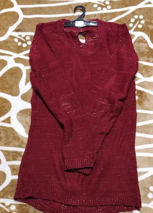Праздничный вязаный свитер для красивой девушки