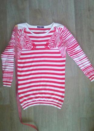 Модный свитер в полоску с зебрами