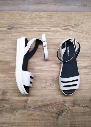 Новые кожаные босоножки на платформе от производителя 37 и 38 р , маломерят