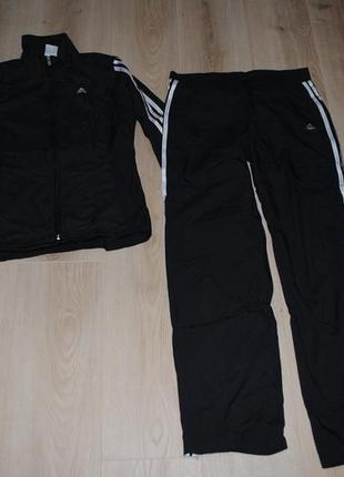 Фирменный нейлоновый костюм адидас размер 38