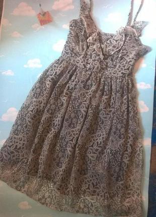 Платье с бантом сзади.