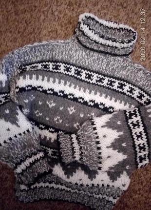 Теплый вязаный шерстяной свитер