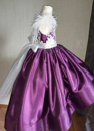 Платье в садик на выпускной. платье с перьями. праздничное платье.