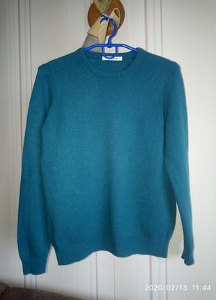 Шерстяной свитер натуральный