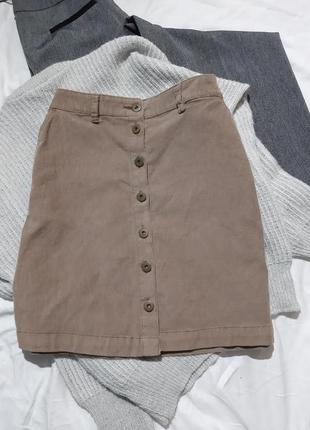 Вельветовая юбка на болтах, пуговицах, с карманами