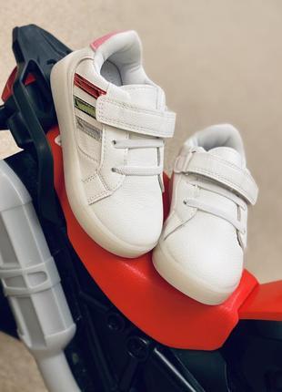 Белые кроссовки светящиеся! наложка