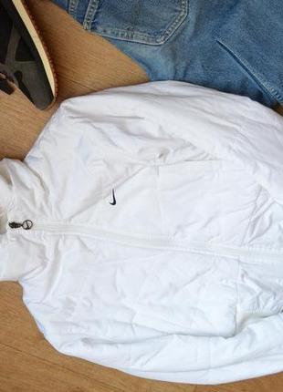 Nike оригинал куртка белая спортивная с капюшоном теплая на синтепоне короткая