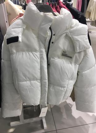 Белая куртка дутик от bershka