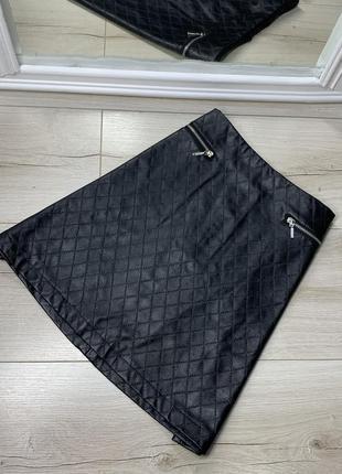 Чёрная юбка с экокожи