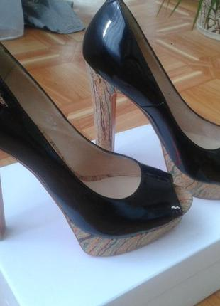Брендовые лаковые туфли