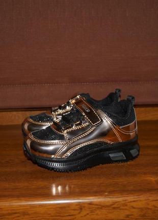 Нарядные кроссовки со светящейся подошвой