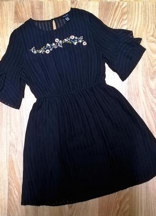 Платье с вышивкой new look 14 рр