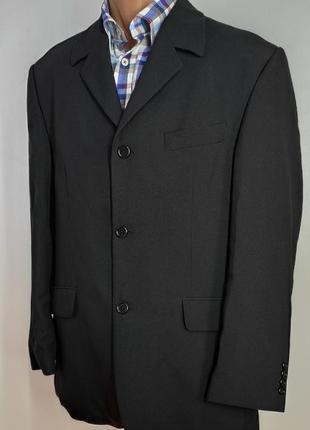 Мужской фирменный черный костюм размер 48