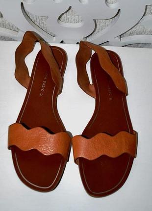 Босоножки испанского бренда zara кожаные коричневый 37 без каблука