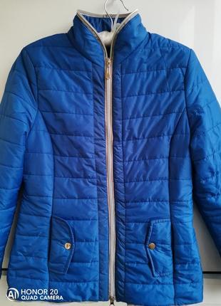 Лёгкая курточка на синтепоне