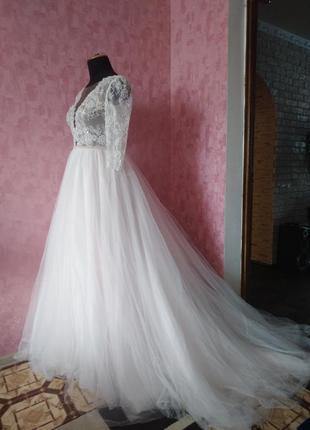 Свадебное белое платье кружевное с фатиновой юбкой