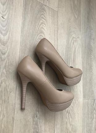 Бежевые пудровые туфли на высоком каблуке 36