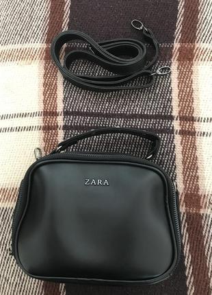 Чёрная сумка zara с длинной ручкой