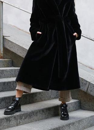 Шикарная черная элегантная шуба