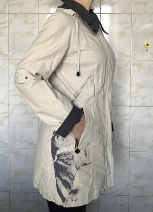 Женская  демисезонная ветровка курточка легкая светлая с капюшоном